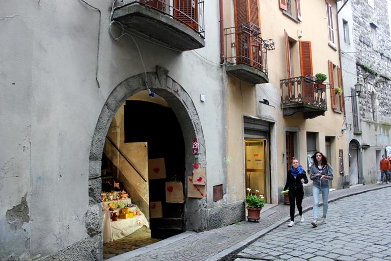 город Ловере, куда поехать из Бергамо, окрестности Бергамо, Изео
