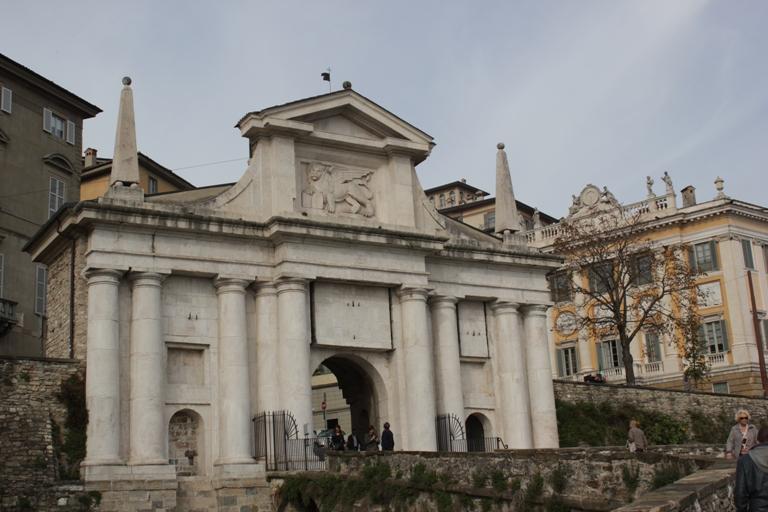 достопримечательности Бергамо, крепостные ворота Бергамо, что посмотреть в Бергамо