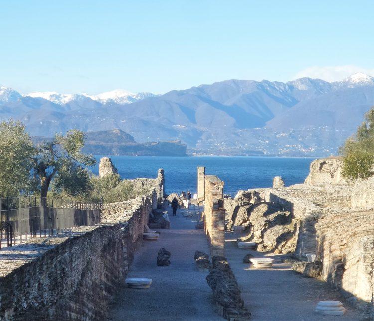 куда поехать из Бергамо, достопримечательности рядом с Бергамо, город Сирмионе, озеро Гарда