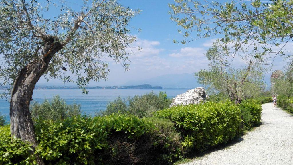 достопримечательности рядом с Бергамо, куда поехать из Бергамо, из Бергамо на 1 день, город Сирмионе, озеро Гарда